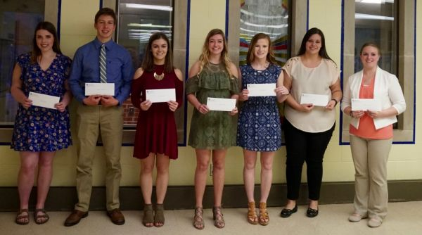 GAH Auxiliary Awarded Eight Scholarships at Spring Banquet